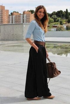 43 Astonishing Maxi Skirts Outfits Ideas That You Will Like It - The fashion scene is became interesting with the emergence of a big trend, wearing maxi skirts. Maxi skirts have been the obsession of many fashion lo. Mode Outfits, Casual Outfits, Fashion Outfits, Womens Fashion, Fashionable Outfits, Maxi Skirt Outfits, Maxi Skirt Work, Black Maxi Skirt Outfit, Pleated Skirt