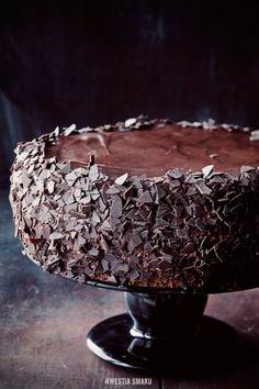 Tort kawowo-chałwowy z wiśniami