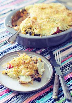 Mexicaanse ovenschotel met zoete aardappel, deze ovenschotel is lekker romig en een beetje pikant. Makkelijk te maken en super lekker! Oven Dishes, Mexican Food Recipes, Ethnic Recipes, Cooking Recipes, Healthy Recipes, Healthy Meals, Vegan, I Love Food, Casserole Recipes