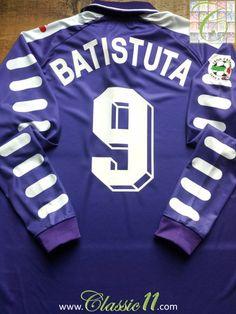 659b0835f Relive Gabriel Batistuta s Serie A season with this vintage Fila Fiorentina  home long sleeve football shirt.