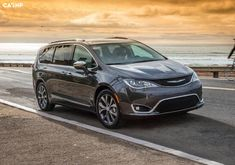 voiture luxe innovation inventions imported from detroit your next car drive and love Chrysler inspiration comes standard Chrysler Minivan, Pacifica Minivan, Best Family Cars, Monospace, 2016 Cars, Chrysler Pacifica, Car Prices, Car Photos, Cool Cars