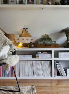 Ineke Visser home - Sud-est d'Amsterdam Watercolor Inspiration, Turbulence Deco, Ikea Home, Ikea Storage, Living Room Storage, Apartment Interior, Living Room Inspiration, Home And Living, Home Accessories