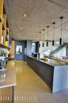 Find home projects from professionals for ideas & inspiration. House Pautz by Blunt Architects Industrial Chic Decor, Industrial Style Kitchen, Industrial Interior Design, Best Kitchen Lighting, Kitchen Island Lighting, Kitchen Lighting Fixtures, Light Fixtures, Mid Century Modern Kitchen, Kitchen Modern