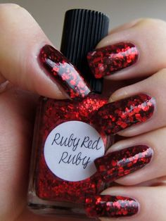 Have you seen Lynnderella's Ruby Red Ruby? Are you siting down? It looks alive on the nail.