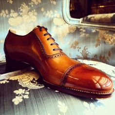 Saint Crispin's Adelaide… Hand patina in Burnt Caramel Mod 645 on Classic last.