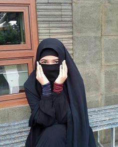 فلسطينية تقتل زوجها بعد 20 يوما من وصولهما لمصر بسبب مواطن فلسطينية تقتل زوجها بعد 20 يوما من وصولهما لمصر بسبب مواطن مصري Reuters أقدمت س… Hijab Niqab, Muslim Hijab, Beautiful Muslim Women, Beautiful Hijab, Niqab Fashion, Muslim Fashion, Hijabi Girl, Girl Hijab, Hijab Wedding Dresses