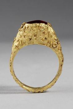 Islamic Garnet-set Gold Filigree Ring | 11th Century AD - 12th Century AD | Price $3,200.00 | Islamic | Gold | Jewelry | eTiquities by Phoenix Ancient Art