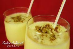 Receta típica india y pakistaní: Mango lassi. Bebida fácil de preparar y deliciosa. Receta preparada a base de yogurt y Mango.