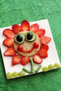 fun snacks More kids snacks 25 Ways to Say NO to Boring Lunches with Sandwich Art Cute Snacks, Cute Food, Good Food, Funny Food, Kid Snacks, Yummy Snacks, Food Art For Kids, Cooking With Kids, Toddler Meals