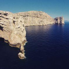 La bellissima Capo Caccia ripresa dal nostro drone. #capocaccia #alghero #sardegna #nature #neptunocaves #grottedinettuno #torredelporticciolo #dji #phantom3  (presso Capo Caccia - Grotte Di Nettuno)