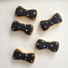 polka dot ribbon cookies