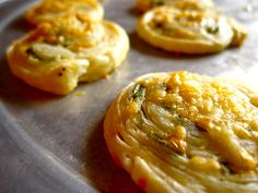Easy Appetizer - Parmesan Scallion Pinwheels have to scroll down quite a ways Yummy Appetizers, Appetizer Recipes, Snack Recipes, Cooking Recipes, Appetizer Ideas, Good Food, Yummy Food, Tasty, Finger Foods