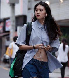 Korean Streetstyle: Shon Hyo Eun shot by Kim Kyung Hun Korean Street Fashion, Asian Fashion, Girl Fashion, Fashion Outfits, Womens Fashion, Fashion Design, Fashion Trends, Korea Street Style, Camisa Oversized