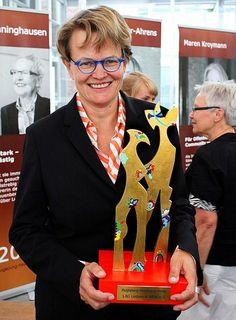 Prof. Dr. Susanne Baer erhält den Augspurg-Heymann Preis. Ausgezeichnete Verfassungsrichterin - Queer.de Bild des Tages - 01.07.2013