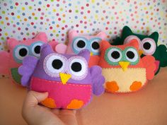 Felt owl softies in many colors- Perfect for party/ baby shower favors or stocking stuffers. €10.00, via Etsy.