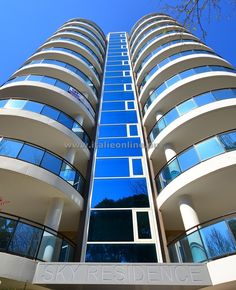 Italien, Lignano Sabbiadoro, Residence Sky. Strandurlaub, Appartements, Sommer in Italien. Sonne, Meer, Strand, Eis, Spaß. Am Meer, Wi Fi, Opera House, Sky, Building, Air Conditioner Heater, Coffee Making Machine, Summer Vacations, Italy