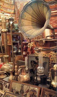 Yamaha Xt 500, Edison Phonograph, Vintage Antiques, Vintage Items, His Masters Voice, Music Visualization, Vintage Dance, Medieval Houses, Vintage Phones