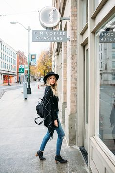 Dash of Darling shares a quick weekend city guide to Seattle by visiting the giant neighborhoods and sharing her travel itinerary. Fall Winter Outfits, Autumn Winter Fashion, Casual Winter, Seattle Winter, Seattle Fashion, Vogue, Senior Picture Outfits, Dress To Impress, Seattle Washington