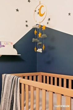 Modern Nursery Ideas Modern Nursery Ideas Tastemade tastemade Room Makeovers Have a little one on the way Take a cue from this mom-to-be nbsp hellip you makeover videos Baby Bedroom, Baby Room Decor, Diy Wall Decor, Handmade Home Decor, Diy Home Decor, Behr Paint, Tumblr Rooms, Nursery Modern, Baby Room Design