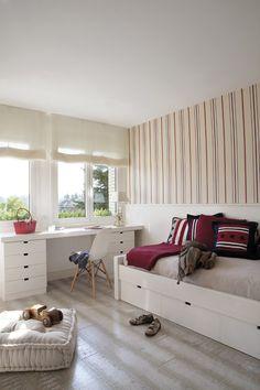 Lots of light | Bedroom | Wallpaper  | Desk | Drawers | Bed