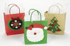 Perché incartare i doni con la solita carta da regalo quando possiamo creare dei sacchetti di Natale con le nostre mani? Scopri come fare.