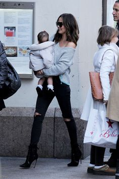 December 14, 2016 - Chrissy Teigen out and about in New York - 5~123 - Chrissy Teigen Archive - Part of ChrissyTeigen.org
