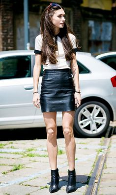Toughen up a preppy polo shirt by teaming it with a leather skirt or shorts and ankle boots. Take a tip from this fashionista on Style du Monde, and stick to a monochrome color palette for the most modern take. Polo Shirt Outfits, Polo Outfit, Skirt Outfits, Polo Shirts, Camisa Polo, Love Fashion, Fashion Looks, Fashion Outfits, Womens Fashion