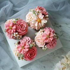 "ElleBaking FlowerCake's Instagram photo: ""Buttercream Flower CupCake 4 cups/ Set คัพเค้กดอกไม้ #เค้กดอกไม้โทนชมพู"" Buttercream Flower Cake, Rose, Plants, Pink, Plant, Roses, Planets"