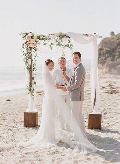 Gorgeous 100+ Great Ideas of Beach Wedding Arches https://bridalore.com/2017/05/23/100-great-ideas-of-beach-wedding-arches/