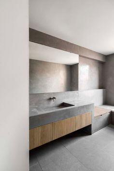 Kew House involved the complete re-structuring of a Victorian London house and former stable yard in Richmond, turning a house of many small rooms into a. Interlocking Bricks, Interior Architecture, Interior Design, Tadelakt, London House, Wet Rooms, Creative Home, Small Rooms, Victorian Homes