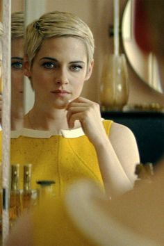 A Radical Side To Jean Seberg Is Revealed In This Exclusive Clip Starring Kristen Stewart Kristen Stewart Short Hair, Kristen Stewart Movies, Kirsten Stewart, Jean Seberg, Vince Vaughn, Margaret Qualley, Jack O'connell, Asian Short Hair, Selfie Poses