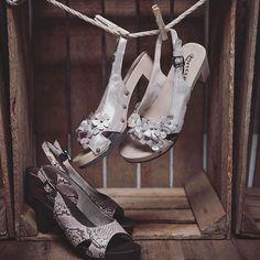 Wir hängen an diesem letzten Wiesnmittwoch mit unseren Modellen MAIKE Und MADITA am liebsten in der Sonne ab. Dank der vielseitig kombinierbaren Farbe passen die Schuhe zu jedem Dirndl im Schrank! #softclox #wiesn #endspurt #wiesnseason #tracht #dirndl #oktoberfest #clogsofinstagram #iloveshoes