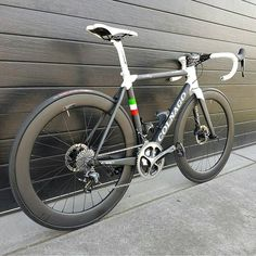 """1,620 Likes, 11 Comments - BestBikeKit (@bestbikekit) on Instagram: """"Colnago C60 Disc Pic @colnagoworld . #colnago #colnagoc60 #duraace #italian #madeinitaly #ciclismo…"""""""