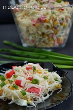sałatka zsurimi imakaronu ryżowego Bacon Zucchini, Gnocchi, Feta, Potato Salad, Cabbage, Food Porn, Lunch Box, Food And Drink, Snacks