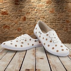 SEEING SPOTS Tools: Spray paint (any colour you wish), circle stencil cut-out… Tomy Shoes, White Day, Keds, Wedding Shoes, Repeat, Stencil, Heeled Mules, Campaign, Wedding Ideas