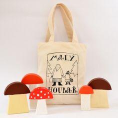 Malý+houbař+Dětská+hra+obsahuje+pět+houbiček+z+lipového+dřeva+8+x+12+cm,+ošetřené+nezávadnými+barvami.+Návod+na+hru+naleznete+uvnitř.