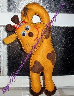 Girafa em feltro,enfeite de maçaneta.