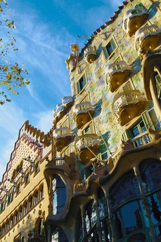 European architecture has stunned the world by its beauty. From Art Noveu to Renaissance, Europe has it all. Here's some of Europes finest architecture to inspire your next adventure! Read now or pin it for later!