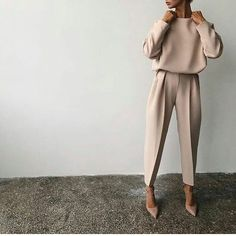 80 Latest Office & Work Outfits Ideas for Women Everything boils down to your dressing style! So, Ladies, it is time for you to pay close attention to your work and office outfits because they play… Mode Outfits, Fall Outfits, Casual Outfits, Fashion Outfits, Women's Casual, Simple Work Outfits, Sweater Outfits, Dress Casual, Formal Outfits