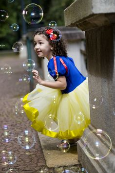 Nós amamos bolinha de sabão! Um pouco de encanto no ensaio infantil da Malu no parque da independencia em São Paulo. Cute Baby Girl Images, Baby Pictures, Children Photography, Photography Poses, Cute Kids, Cute Babies, Snow White Photos, 6 Month Baby Picture Ideas, Disney Princess Birthday Party