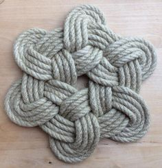 Marine rope, mat decoration hemp, souvenir from Brittany, vintage gift container for food Marine Rope, Rope Rug, Decorative Knots, Nautical Knots, Rope Crafts, Baby Girl Crochet, Macrame Design, Macrame Knots, Macrame Patterns