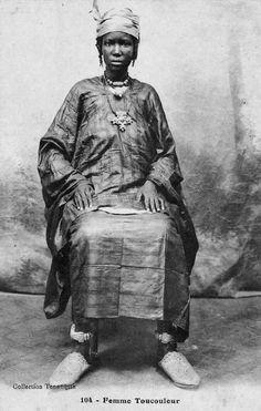 Africa   Toucouleur woman. Senegal.    Vintage postcard; collection Tennequin. No. 104