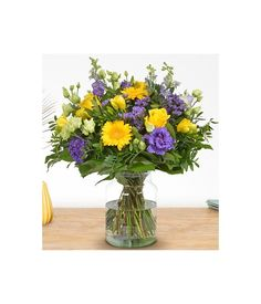 Illuminate your life with gorgeous flowers, arranged delicately in this bouquet. Live like a colorful life in lifespan. Flower Delivery Service, Glass Vase, Bouquet, Flowers, Colorful, Home Decor, Life, Decoration Home, Room Decor