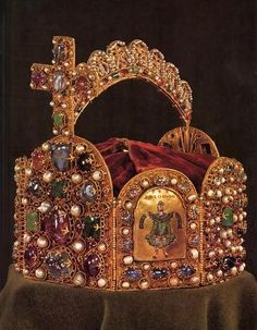 Imperial Crown of Charlemagne - Official and Historic Crowns of the World and their Locations: Croatia 32 Austria 33 Czech Republic 34 Sweden 35 Finland 36 Royal Crown Jewels, Royal Crowns, Royal Tiaras, Royal Jewelry, Tiaras And Crowns, Jewellery, Carolingian, Imperial Crown, European History