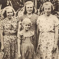 Kyllikki Saari (back right) with sisters Auli Kyllikki Saari (December 1935 – May was a Finnish girl whose murder in 1953 is one of the most infamous cases of homicide of all time in Finland. Her murder in Isojoki remains unsolved Creepy Stories, Ghost Stories, Horror Stories, True Stories, Strange Stories, Unexplained Mysteries, Murder Mysteries, Interesting History, Interesting Reads