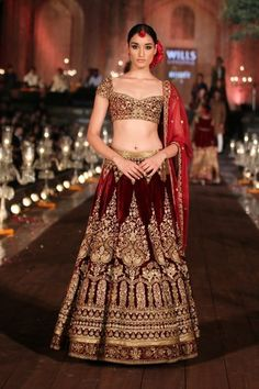 Indian Wedding Ideas & inspiration | Bridal Lehenga & Saree Photos | Wedmegood