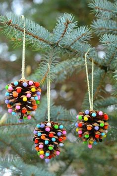 Craft 12 Easy Christmas Crafts For Kids to Make - Ideas for Christmas Decorations for Kids Christmas Crafts For Gifts For Adults, Christmas Crafts For Kids To Make, Christmas Decorations For The Home, Christmas Ornaments To Make, Christmas Diy, Diy Ornaments, Simple Christmas, Pinecone Ornaments, Homemade Ornaments