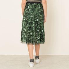 La jupe BELLEROSE – modèle HOPLA. Jupe mi-longue, à motifs sequins. Ceinture en maille élastiquée. Doublée tulle.Composition & Détails Matière : 100% polyesterMarque : BELLEROSE