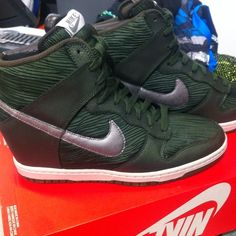 Women's dunk hi green New lovely.!.!.! free shipping availablejust ask Nike Shoes Sneakers