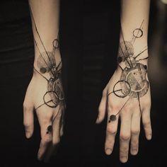 https://www.tattoodo.com/a/2016/02/the-abstract-blackwork-tattoos-of-nadi/